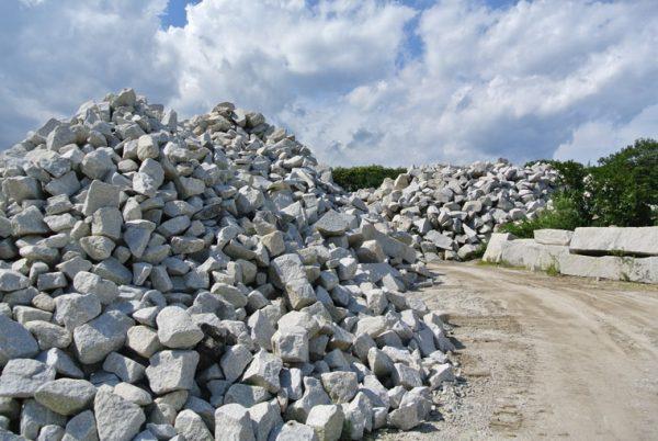 お墓の基礎工事 割栗石