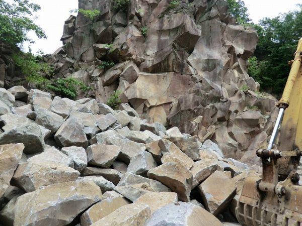 本小松石採石場