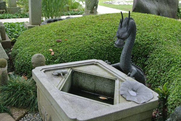 カエルのいる水鉢 老子製作所