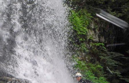 シャワークライミング 霧降の滝